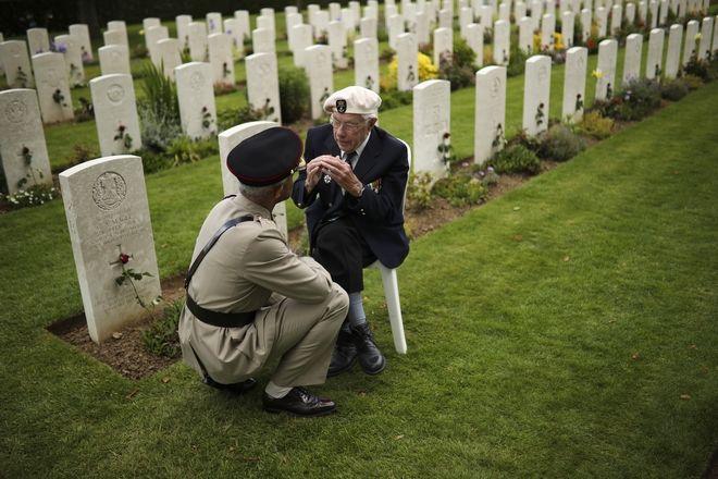 Βετεράνος επιζών της απόβασης στη Νορμανδία, παρευρέθηκε στην 75η επέτειο της D-Day