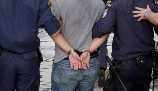 Διεθνώς καταζητούμενος Αλβανός δολοφόνος κρυβόταν στην Θήβα με πλαστά στοιχεία επί σειρά ετών