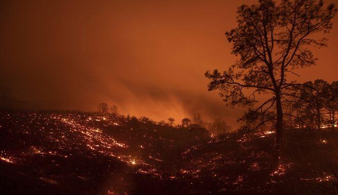 Όλο τον Αύγουστο θα καίει η μεγαλύτερη πυρκαγιά στην ιστορία της Καλιφόρνιας