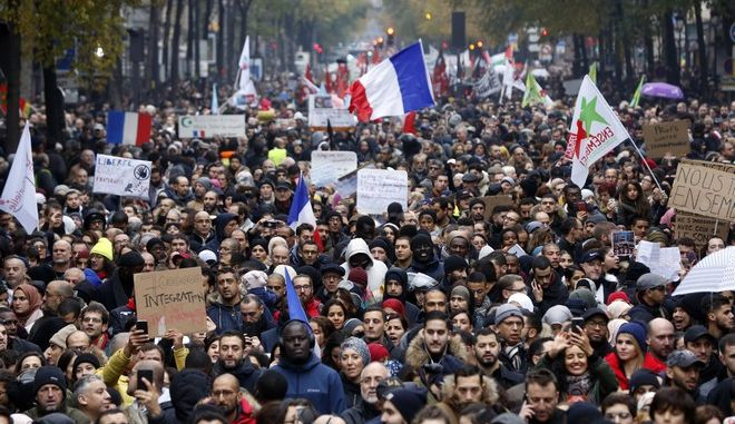 Διαδηλωτές στο Παρίσι κατά της ισλαμοφοβίας