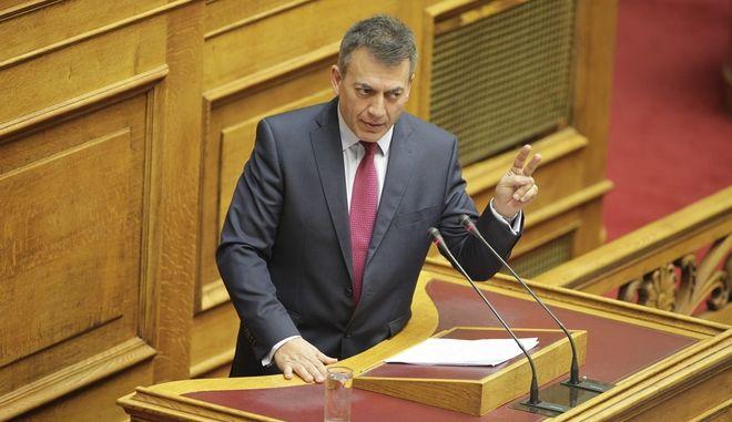 Συζήτηση του νομοσχεδίου για το τρίτο πακέτο των προααπαιτούμενων μέτρων που συμφώνησε η κυβέρνηση με τους δανειστές, την Πέμπτη 19 Νοεμβρίου 2015. (EUROKINISSI/ΓΙΩΡΓΟΣ ΚΟΝΤΑΡΙΝΗΣ)