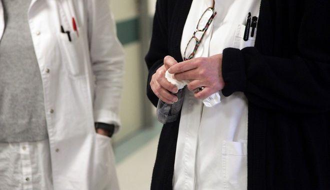 Μήνυση στον γυναικολόγο από την οικογένεια της 34χρονης που πέθανε στη γέννα