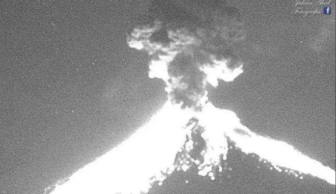 Θεαματική έκρηξη ηφαιστείου στο Μεξικό