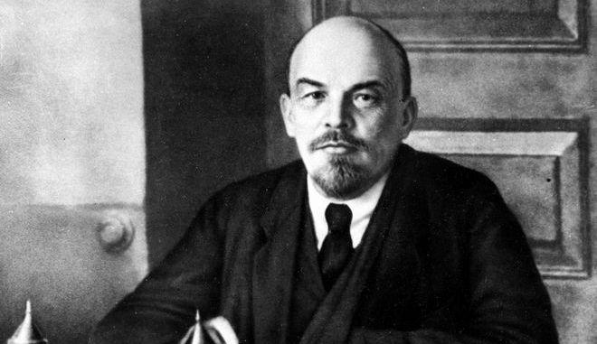 Ο Βλαντίμιρ Λένιν ηγέτης της Ρωσικής Επανάστασης και επικεφαλής της Ε.Σ.Σ.Δ. (1922-1924), ηγέτης της Κομμουνιστικής Διεθνούς και του μπολσεβικικού κόμματος.