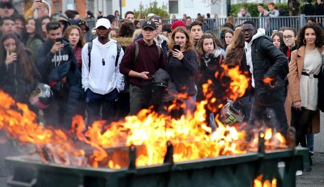 Μαθητές σε διαδήλωση στη Γαλλία