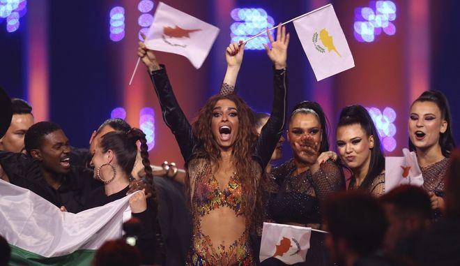 Η Ελένη Φουρέιρα πανηγυρίζει στη σκηνή της Λισαβόνας μετά την πρόκρισή της στο τελικό του Σαββάτου