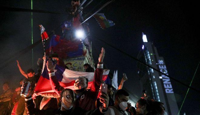 Δημοψήφισμα στη Χιλή: Ιστορική απόφαση αναθεώρησης του Συντάγματος του Πινοσέτ