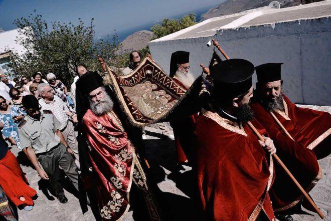 Δεκαπενταύγουστος: Τα έθιμα της μεγάλης γιορτής της Παναγίας σε όλη τη χώρα