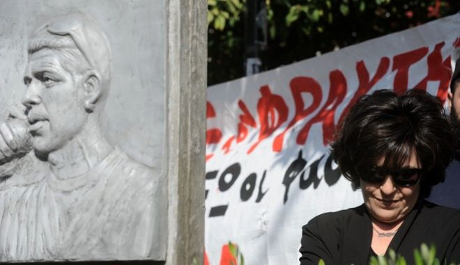 Η Μάγδα Φύσσα στην τελετή μετονομασίας της Οδού Παναγή Τσαλδάρη στο Κερατσίνι, σε Οδό Παύλου Φύσσα