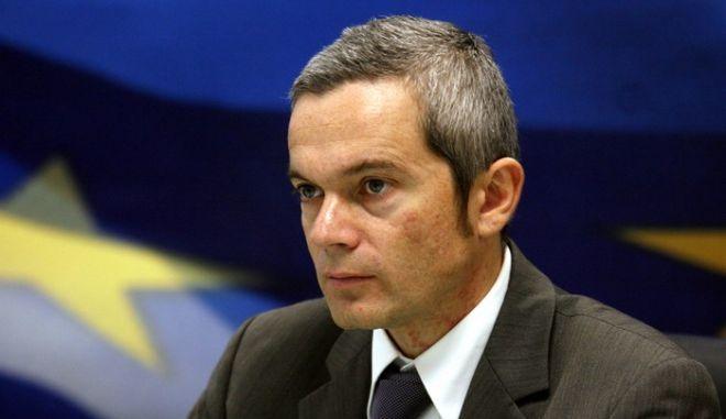 Στιγμιότυπο απο την συνέντευξη που έδωσε ο Υπουργός Οικονομίας και Οικονομικών Γιώργος Παπακωνσταντίνου,για την έναρξη του διαλόγου για το νέο Φορολογικό σύστημα.Στην φωτογραφία ο Γ.Γ Πληροφοριακών συστημάτων Διομήδης Σπινέλλης  ,Παρασκευή 18 Δεκεμβρίου 2009 (EUROKINISSI/ΤΑΤΙΑΝΑ ΜΠΟΛΑΡΗ)