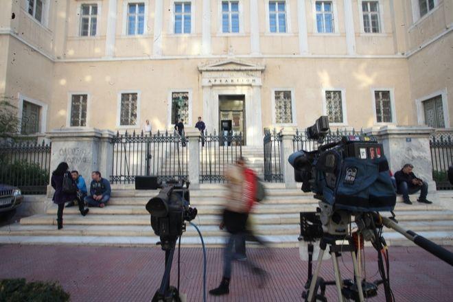 Κάμερες έξω σπό Συμβούλιο της ΕΠικρατείας όπου εκδικάζεται η υπόθεση με τις τηλεοπτικές άδειες, την Δευτέρα 24 Οκτωβρίου 2016. (EUROKINISSI/ΑΛΕΞΑΝΔΡΟΣ ΖΩΝΤΑΝΟΣ)