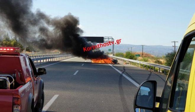 Κορίνθου - Πατρών: Τροχαίο δυστύχημα με έναν νεκρό - Στις φλόγες τυλίχτηκε το ένα ΙΧ