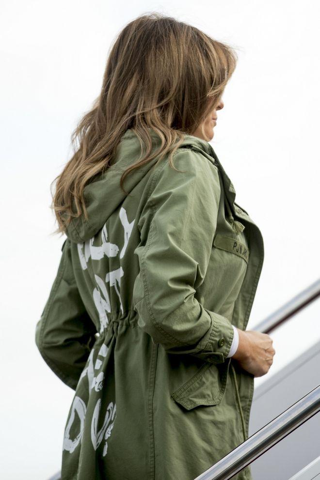 Η πρώτη κυρία των ΗΠΑ επιβιβάζεται σε αεροπλάνο