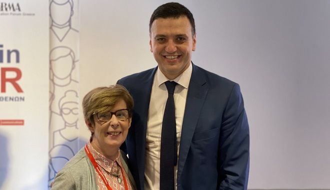 O Υπουργός Υγείας Βασίλης Κικίλιας, με την πρόεδρος της Ένωσης Ασθενών Ελλάδας Κατερίνα Κουτσογιάννη
