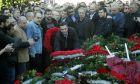 Ο πρωθυπουργός Αλέξης Τσίπρας καταθέτει στεφάνι στο μνημείο του Πολυτεχνείου την Τρίτη 17 Νοεμβρίου 2015. (EUROKINISSI/ΧΡΗΣΤΟΣ ΜΠΟΝΗΣ)