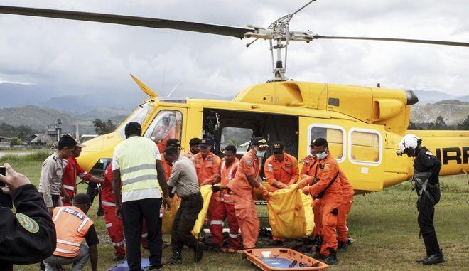 Οκτώ νεκροί από συντριβή αεροπλάνου στην Ινδονησία