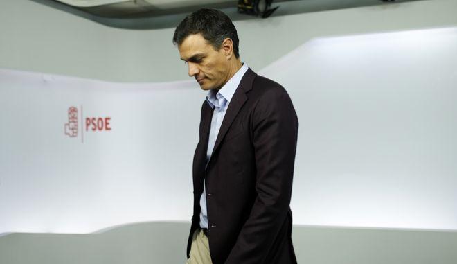 Ισπανοί Σοσιαλιστές: Ο Σάντσεθ ξεφορτώνεται τους 'βαρόνους' του κόμματος
