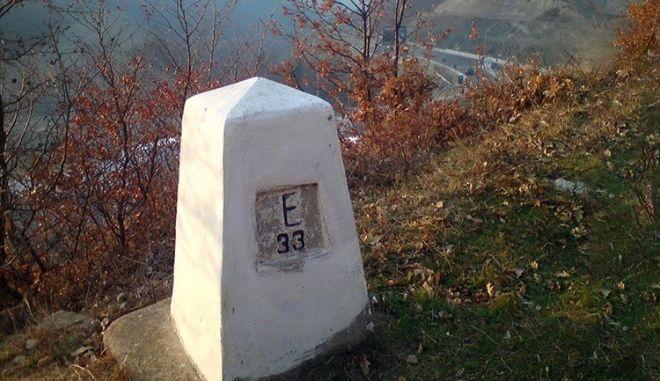 Μυστήριο στα σύνορα Ελλάδας-πΓΔΜ: Ξήλωσαν 105 πυραμίδες
