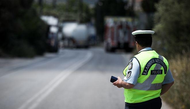 Αστυνομικοί έχουν αποκλείσει δρόμο  (φωτογραφία αρχείου)
