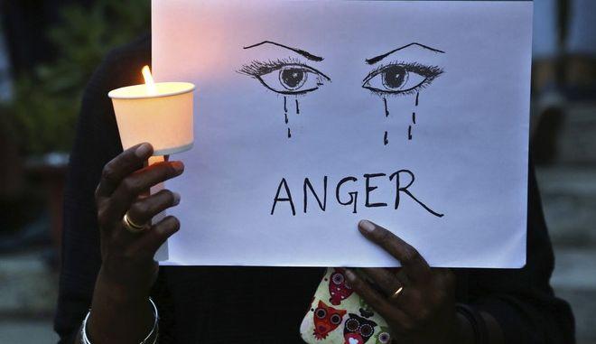Διαμαρτυρία για τα συχνά κρούσματα βίας εναντίον των γυναικών στην Ινδία