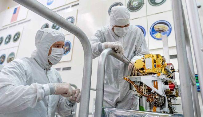 SuperCam: Τοποθετήθηκε το πιο κρίσιμο εργαλείο του Mars 2020 rover