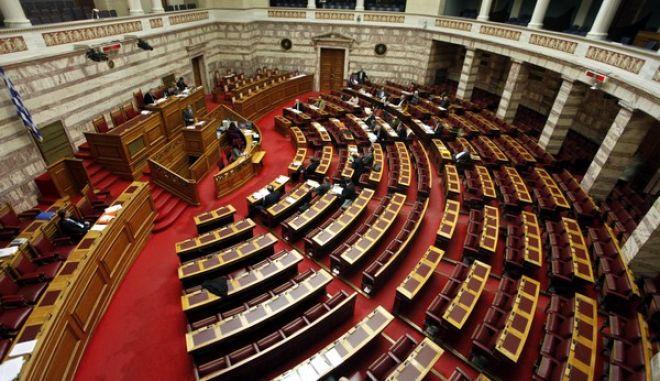 Συζήτηση στην Βουλή για το νέο φορολογικό νομοσχέδιο την Παρασκευή 11 Ιανουαρίου 2013. Στο στιγμιότυπο η αίθουσα της Ολομέλειας.  (EUROKINISSI/ΓΙΩΡΓΟΣ ΚΟΝΤΑΡΙΝΗΣ)