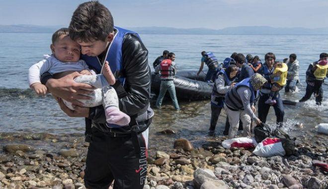 Νέα τραγωδία στα νερά της Ιταλίας. Δεκάδες παράτυποι μετανάστες νεκροί