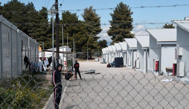 Πρόσφυγες και μετανάστες στη δομή στη Ριτσώνα