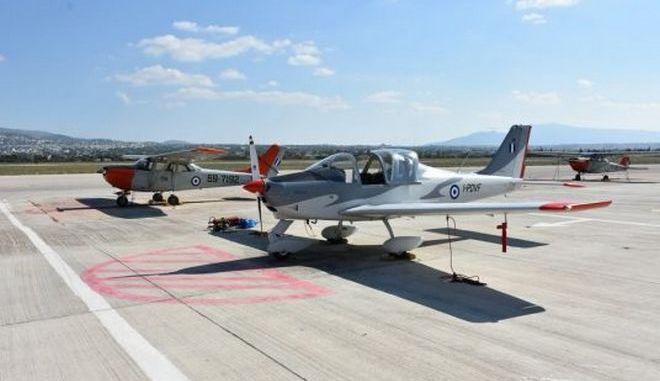 """""""Πάτησε"""" Ελλάδα το νέο εκπαιδευτικό αεροσκάφος της Πολεμικής Αεροπορίας"""