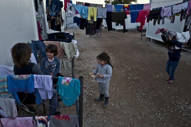 Προσφυγόπουλα από τη Συρία στο κέντρο φιλοξενίας στη Ριτσώνα, Αρχείο
