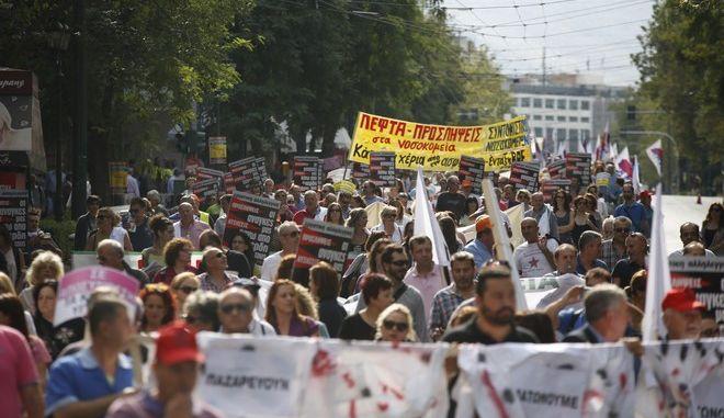 Πορεία διαμαρτυρίας από την Πανελλήνια Ομοσπονδία Εργαζομένων Δημοσίων Νοσοκομείων (ΠΟΕΔΗΝ)
