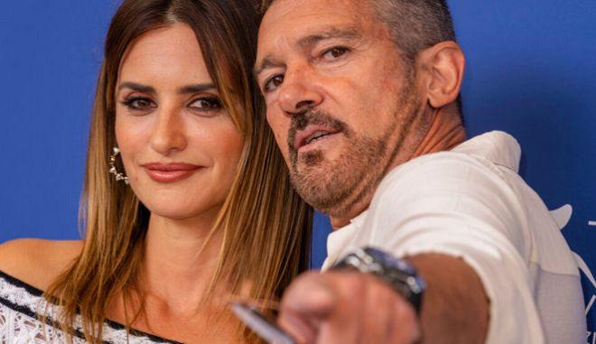 """Πενέλοπε Κρουζ και Αντόνιο Μπαντέρας ποζάρουν για την ταινία """"Official Competition"""""""