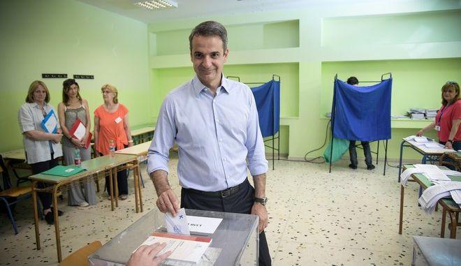 Ο πρόεδρος της ΝΔ ασκεί το εκλογικό του δικαίωμα