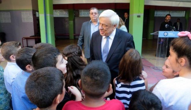 Παυλόπουλος στους μαθητές: Είστε η ελπίδα και το μέλλον αυτού του τόπου