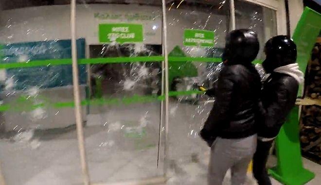 Καρέ-καρέ η επίθεση Ρουβίκωνα στο πολυκατάστημα στην Κηφισίας