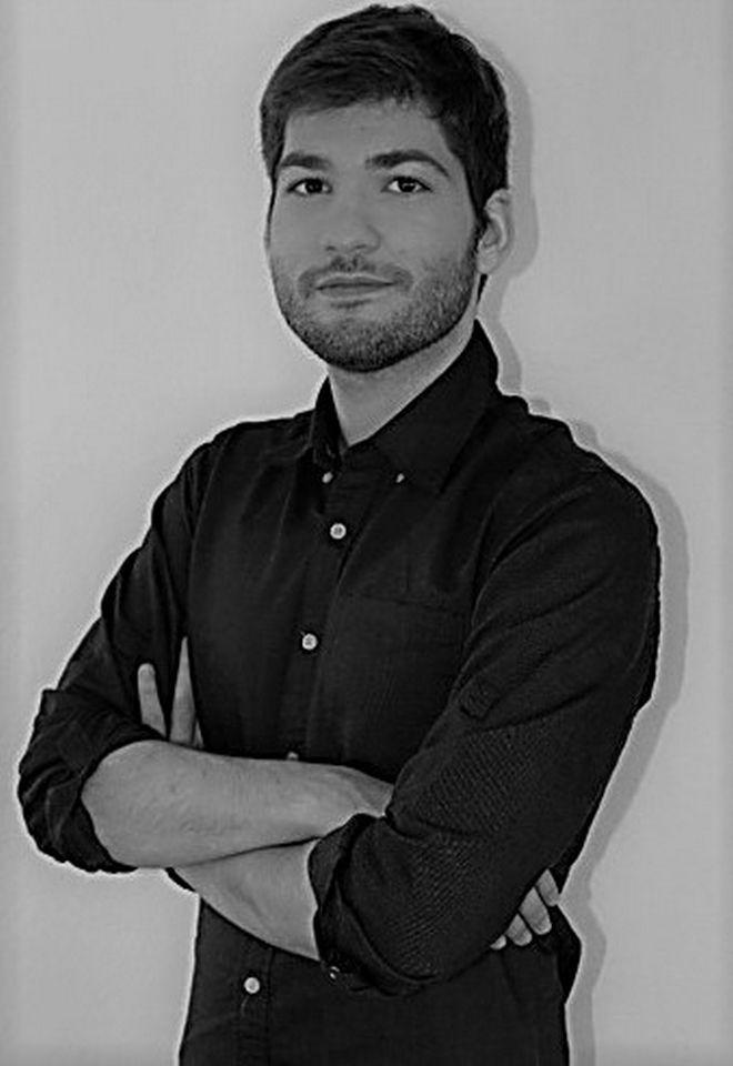 Ορέστης Παπαϊωάννου: Ο 26χρονος παγκόσμιος συνθέτης αποτίει φόρο τιμής στο φαινόμενο Σκαλκώτα