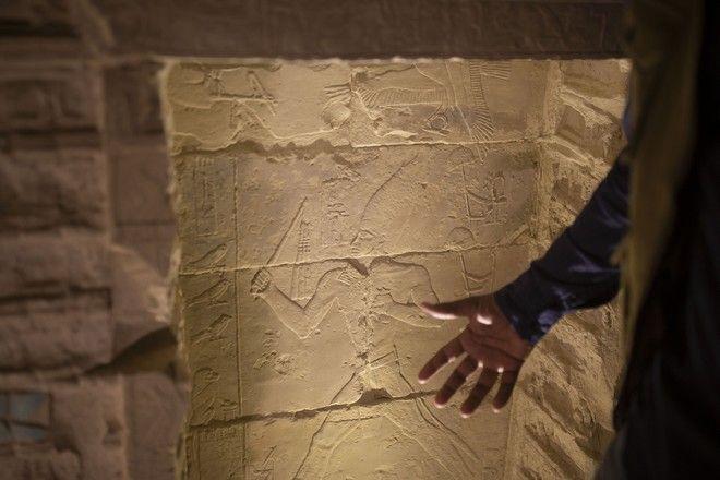 Η πυραμίδα του φαραώ Ζοζέρ στη Σακκάρα της Αιγύπτου