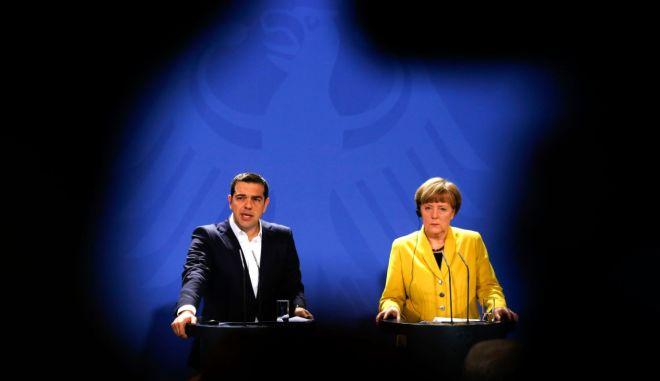 Γερμανία: Ευπρόσδεκτες οι διμερείς επαφές για τη διευθέτηση της κρίσηςΜέρκελ: Η Ελλάδα θα συνεργαστεί στενά με τους θεσμούς