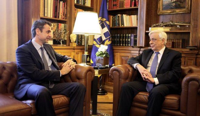 Συνάντηση του Προέδρου της Δημοκρατίας Προκόπη Παυλόπουλου με τον Πρόεδρο της Νέας Δημοκρατίας Κυριάκο Μητσοτάκη την Τετάρτη 24 Φεβρουαρίου 2016. (EUROKINISSI/ΓΙΩΡΓΟΣ ΚΟΝΤΑΡΙΝΗΣ)