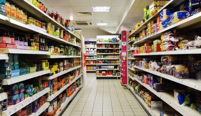 Οι Έλληνες κυνηγούν τις προσφορές στα super market