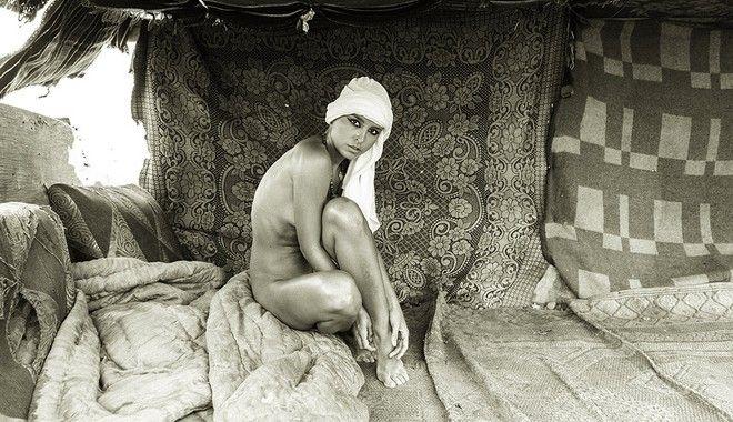 Σάλος στην Αίγυπτο για τη γυμνή φωτογράφιση μοντέλου σε αρχαία μνημεία