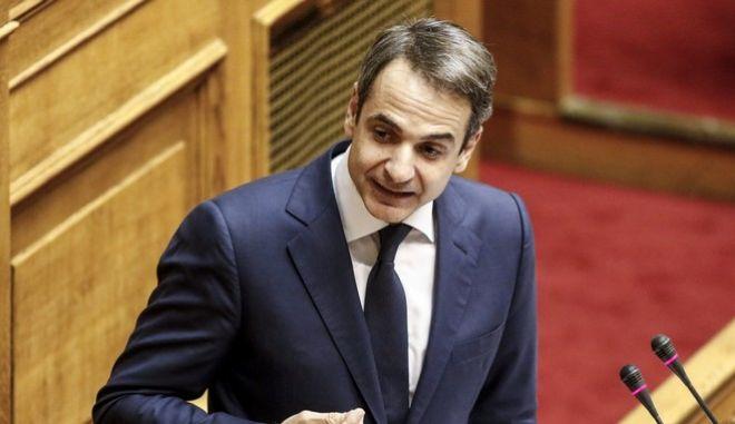 """Ο Κυριάκος Μητσοτάκης στην ομιλία του για την επερώτηση 13 Βουλευτών της Νέας Δημοκρατίας με θέμα:""""Πώληση Βλημάτων του Ελληνικού Στρατού Ξηράς και Αεροπορικών Βομβών της Ελληνικής Πολεμικής Αεροπορίας στη Σαουδική Αραβία με Διακρατική Συμφωνία"""" (EUROKINISSI/ΓΙΩΡΓΟΣ ΚΟΝΤΑΡΙΝΗΣ)"""