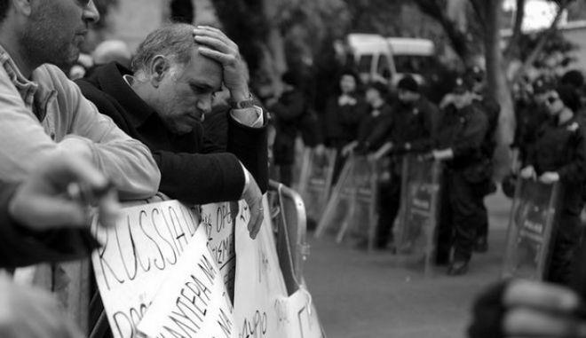 Στεγνώνει από ρευστό η Κύπρος - Κίνδυνος για τους μισθούς του Μαρτίου