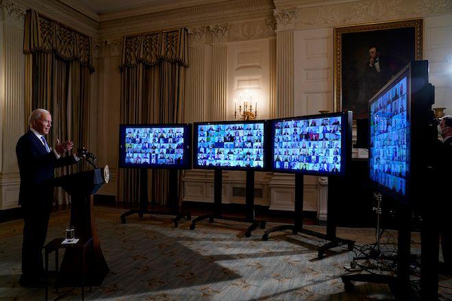 Ο Πρόεδρος Τζο Μπάιντεν κατά τη διάρκεια μιας εικονικής ορκωμοσίας, σε τελετή πολιτικών διορισμένων, από την Τραπεζαρία του Λευκού Οίκου, 20 Ιανουαρίου 2021