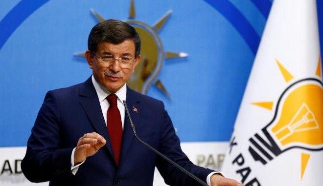 Συμφωνία ΕΕ - Τουρκίας: Αβεβαιότητα για τις συνέπειες της αποχώρησης Νταβούτογλου