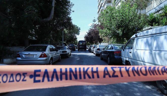 Νεκροί δύο εργάτες που το μεσημέρι της Τρίτης 14 Ιουλίου 2020, έπεσαν στο κενό από πολυκατοικία στο Παλαιό Φάληρο.