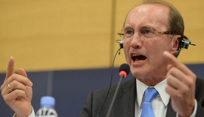 """Στην Αθήνα ο """"δικαστής"""" και οι εισηγητές της έκθεσης για τη λειτουργία της Τρόικα"""