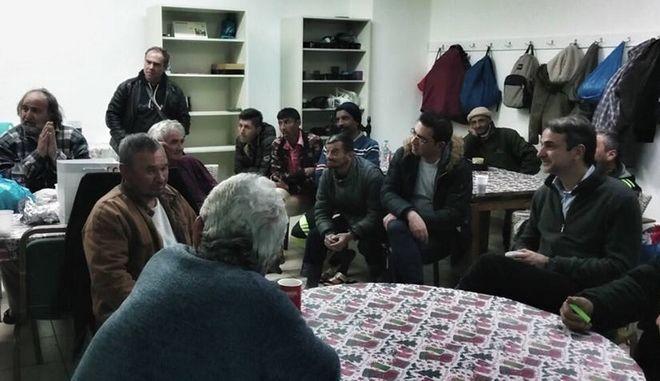 Η επίσκεψη Μητσοτάκη στους αστέγους
