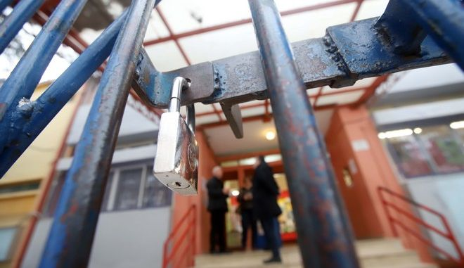 Κορονοϊός: Ανάκληση αδειών, κλειστό δημοτικό στη Θεσσαλονίκη - Ελέγχουν πολλά κρούσματα