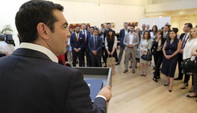 Συνάντηση στο Ελληνικό Κέντρο Λονδίνου, η οποία κράτησε πάνω από 2 ώρες , είχε ο πρωθυπουργός Αλέξης Τσίρπας στο Λονδίνο